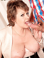 50 Plus MILFs - Young student strikes chord with 54-year-old MILF/GILF - Donna Marie (57 Photos)