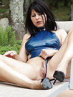 Blue latex and some cunny play from Desyra Noir | DesyraNoir.com